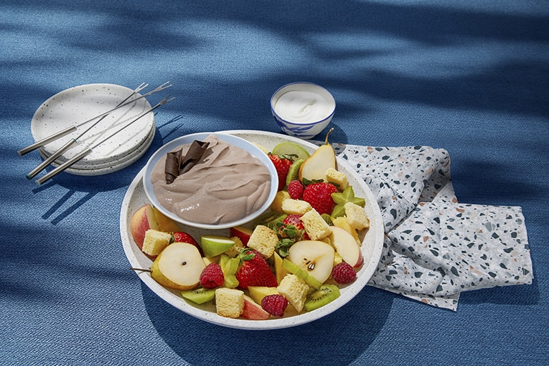 Chocolate yogurt dip with fresh fruit